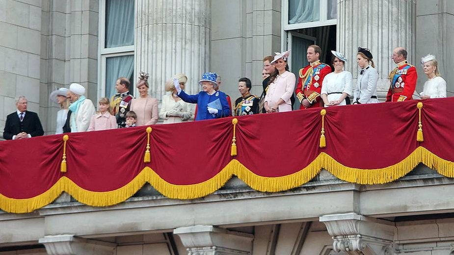 Brytyjska rodzina królewska na balkonie pałacu Buckingham w 2013 roku