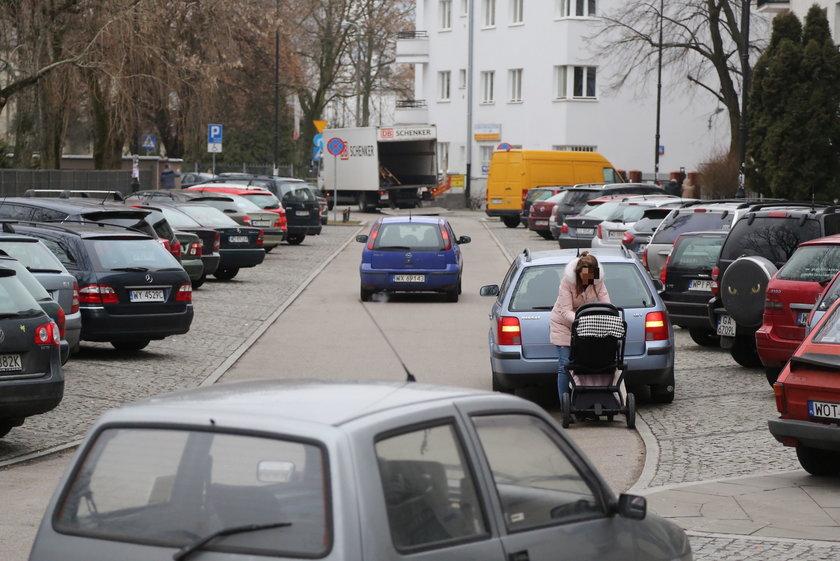 Zróbcie parking, a nie wystawę!