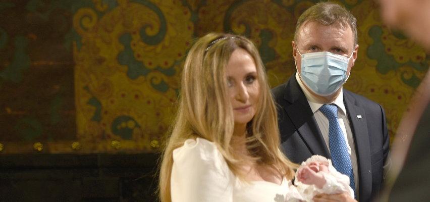Ależ ceremonia! Tak Jacek Kurski z żoną chrzcili córeczkę. WIDEO