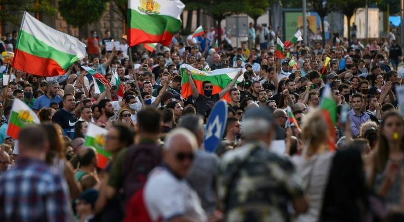 Bulgarian president calls on 'mafia-type' government to resign