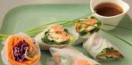Spring rollsy z kiełbasą i z łososiem na zimno