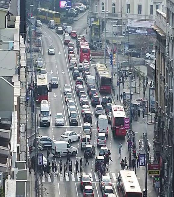 Kolone vozila formiraju se ka Terazijskom tunelu
