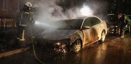 Demonstracja przed rosyjską ambasadą. Spłonął samochód