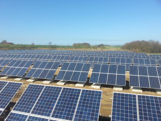 Uruchomiona farma fotowoltaiczna o mocy 5 MW pozwoli na zmniejszenie emisji CO2 o około 4,9 ton rocznie.