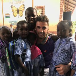 Jakub Kucner odbył kolejną misję w Gambii. Mister Polski 2017 wsparł setki biednych dzieci!