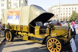 Sait je slučajno u voćnjaku kod Lapova našao stari kamion, a onda je saznao za NJEGOVU SLAVNU ISTORIJU