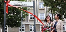 Ważna chwila dla bliskich znanego fotoreportera. Maciej Kosycarz ma swój skwer!