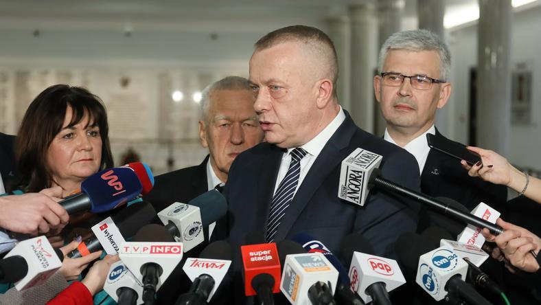 Jarosław Porwich (w centrum)