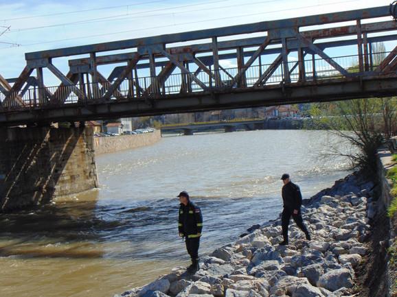 Mladić poslednji put viđen u reci kod Železničkog mosta u Nišu