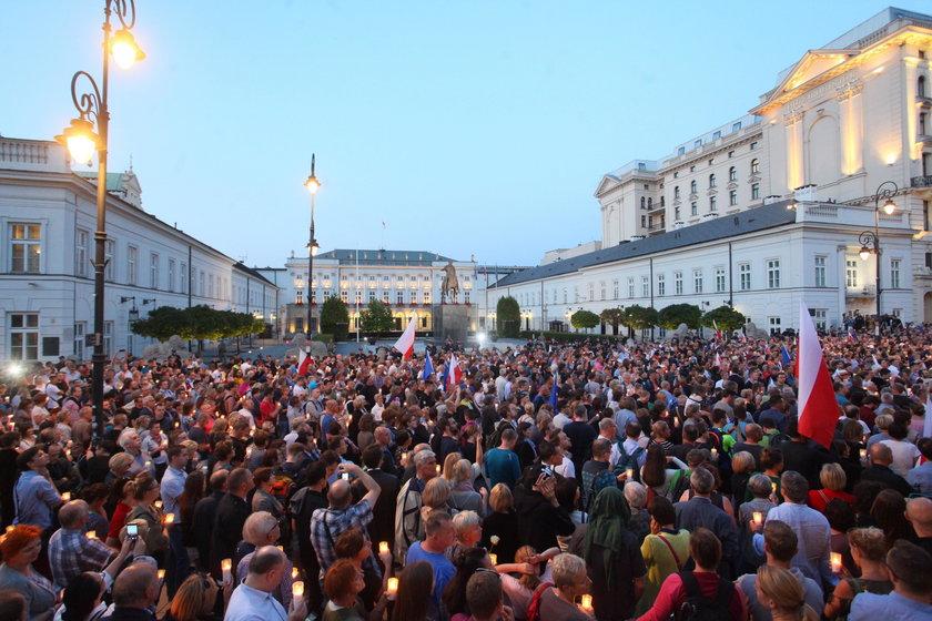 Protest przed Pałacem Prezydenckim