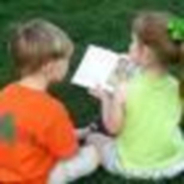 O tym, czy dane dziecko może uczyć się indywidualnie, decyduje dyrektor danej placówki oświatowej w oparciu o orzeczenie z poradni psychologiczno-pedagogicznej na wniosek rodzica.