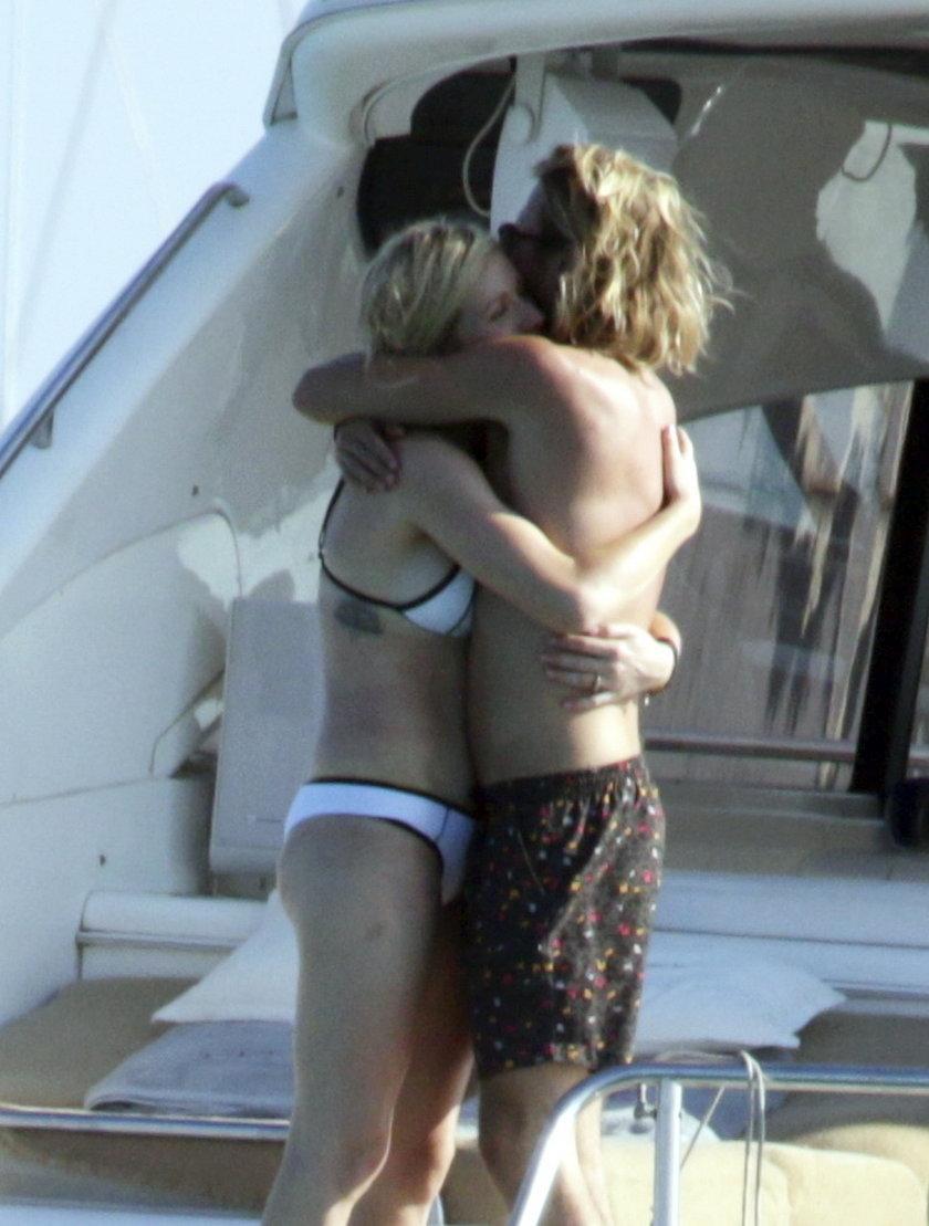 Ellie Goulding na jachcie w bikini