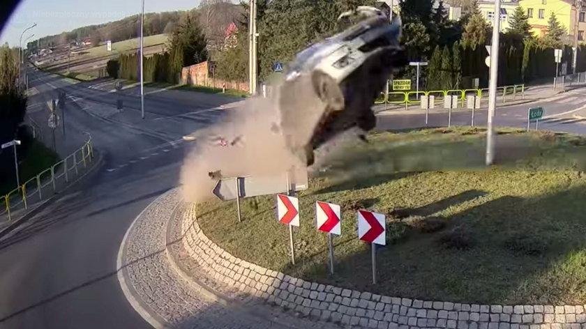 Kierowca ukarany za lot nad rondem