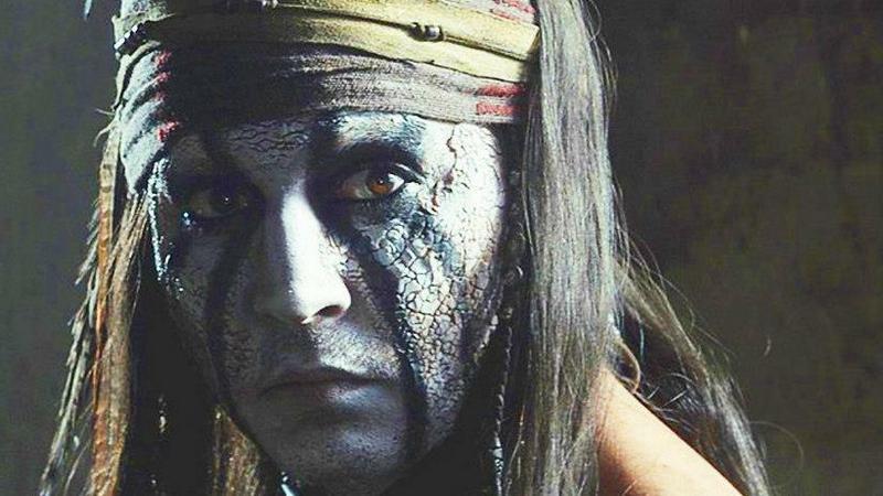 """Johnny Depp jako Tonto w filmie """"Jeździec znikąd"""" (The Lone Ranger)"""