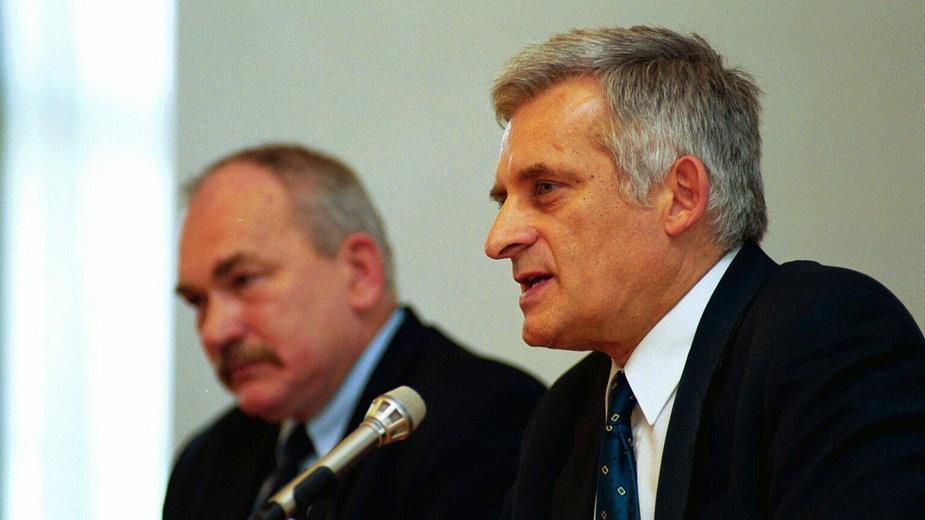(od lewej Mirosław Handke i Jerzy Buzek. 1999 rok