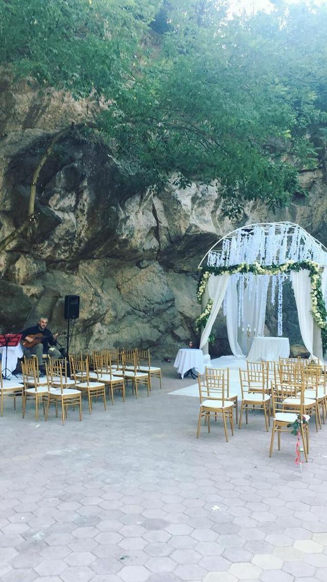 Sam čin venčanja upriličen je ispod posebne kupole koja je prethodnih dana bila u pripremi