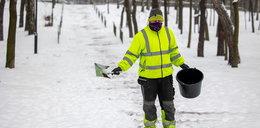 Nie uwierzycie, czym posypują tam zaśnieżone chodniki. Specjaliści od dróg reagują śmiechem