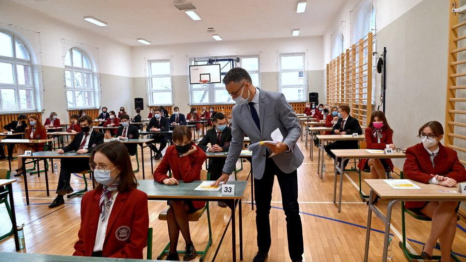 Uczniowie podczas egzaminu maturalnego z języka polskiego w XIII Liceum Ogólnokształcącym w Szczecinie