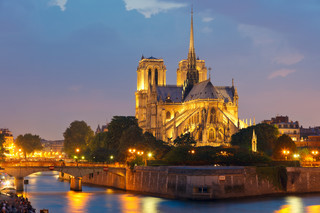 Próba zamachu we Francji? Butle z gazem znalezione pod Notre-Dame