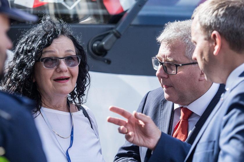 Radny powiatu trzebnickiego oskarża siostrę premiera