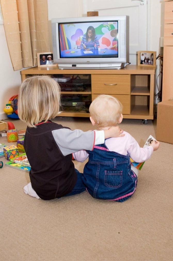 Deca do četvrte godine ispred ekrana mogu da provedu najviše sat
