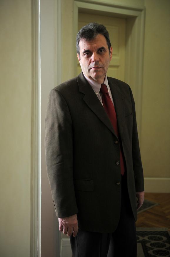 Tadašnji premijer Koštunica ocenio je da je policija profesionalno štitila ambasade