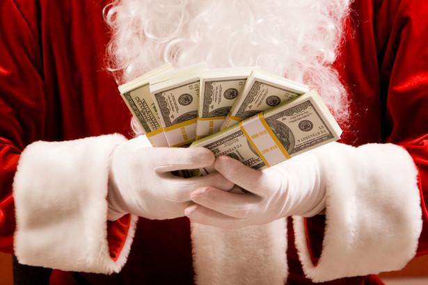 Im bliżej Świąt Bożego Narodzenia, tym bardziej banki promują kredyty gotówkowe – zasada znana od lat, można by napisać.