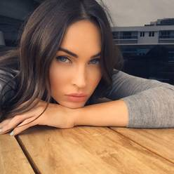 Megan Fox choruje na brachydaktylię. Co to za choroba?