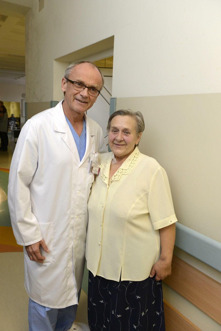 Prof. Piotr Ponikowski (55 l.) ze swoją pacjentką