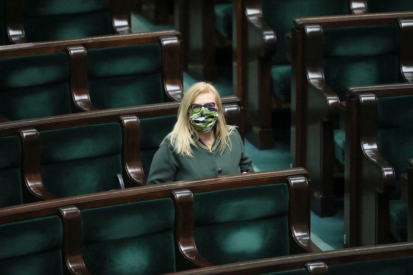 Małgorzata Gosiewska w maseczce