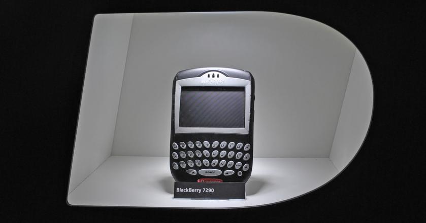 Telefony BlackBerry przez wiele lat były niemal niezbędnym sprzętem dla biznesmena. W 2016 roku firma postanowiła zakończyć samodzielną produkcję telefonów
