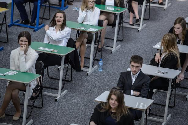 Chęć zdawania matematyki na poziomie rozszerzonym zadeklarowało 74 tys. tegorocznych absolwentów liceów ogólnokształcących i techników, czyli ponad 26 proc. z nich.
