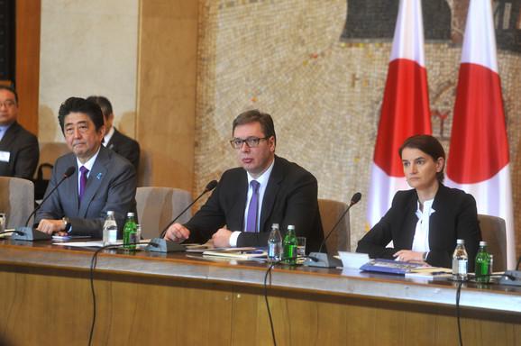 Abe, Vučić i Brnabić tokom sastanka delegacija sa privrednicima Srbije i Japana