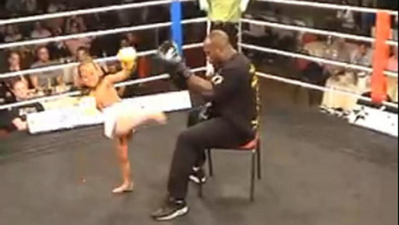 Zobacz czteroletniego kick boksera