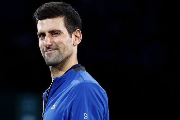 """""""MOLIM VAS, TOLIKO SAM ISKUSAN..."""" Ponovo su pokušali da IZNERVIRAJU Đokovića pred klasik protiv Federera! Novak ih šmekerski ućutkao ČUVENOM ANEGDOTOM!"""