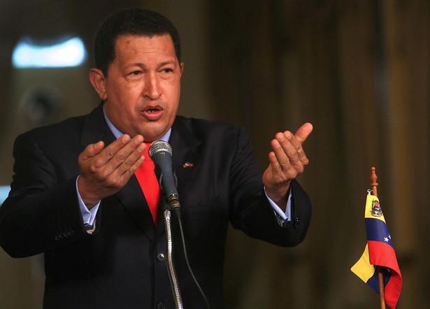 Tysiące ludzi demonstrowały w piątek w Ameryce Łacińskiej przeciw prezydentowi Wenezueli Hugo Chavezowi, zarzucając mu autorytaryzm i wtrącanie się do spraw międzynarodowych.