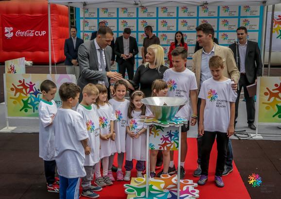 Paljenjem baklje u Novom Pazaru simbolično je otpočeo ciklus novih Sportskih igara mladih