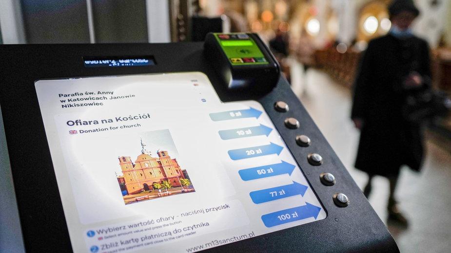 """Na zdjęciu przykładowy """"Ofiaromat"""" w kościele pw. św. Anny w Katowicach"""