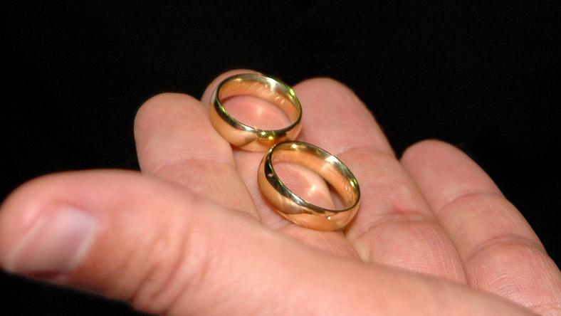 Biznes na kościelnych rozwodach