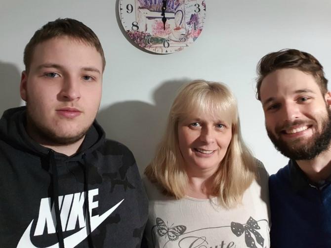 Mirjana Ilić sa sinovima danas