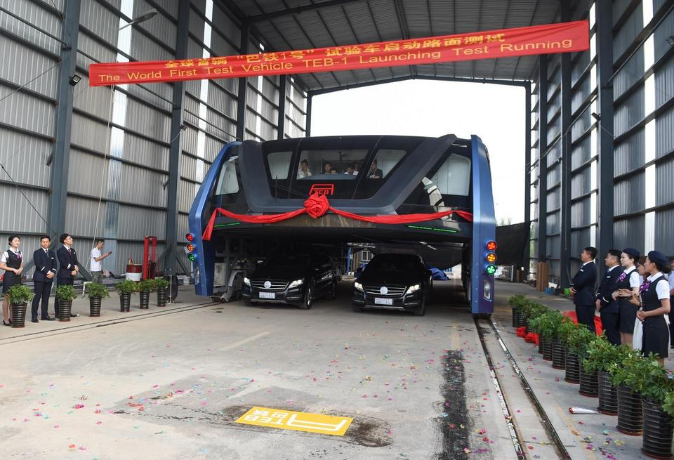 China's Elevated Bus Hits The Road