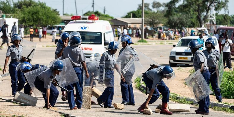 zimbabwe cops