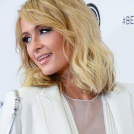 Paris Hilton w biało-czarnej stylizacji. Tym razem (nie) szokuje?