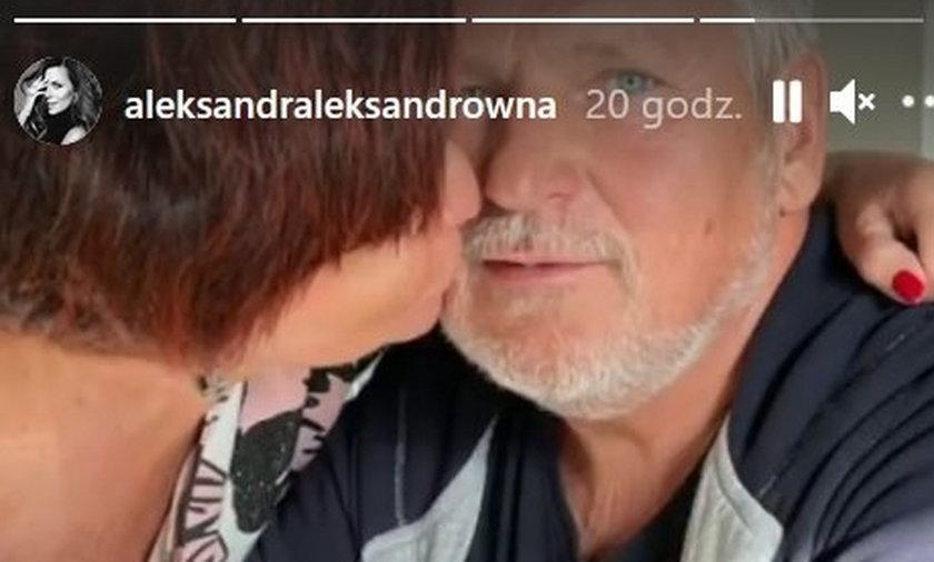 Aleksandra Kwaśniewska opublikowała zdjęcie pocałunku rodziców.