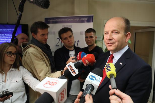 Minister zdrowia Konstanty Radzwiłł po spotkaniu w warszawskim Centrum Dialog