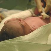 Majka zaspala s bebom u naručju, kad se probudila, dete je bilo mrtvo: Izborila se s tugom i sada ima UPOZORENJE ZA RODITELJE