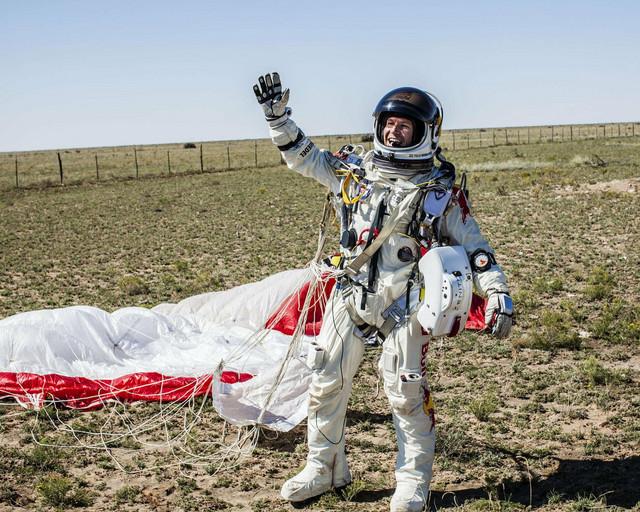 Feliks Baumgartner posle spuštanja iz svemira