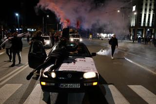 Policja zatrzymała 37 osób podczas strajku kobiet. Większość z nich to pseudokibice