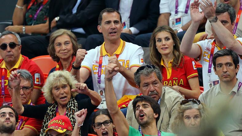 Królowa Hiszpanii (pierwsza z lewej)