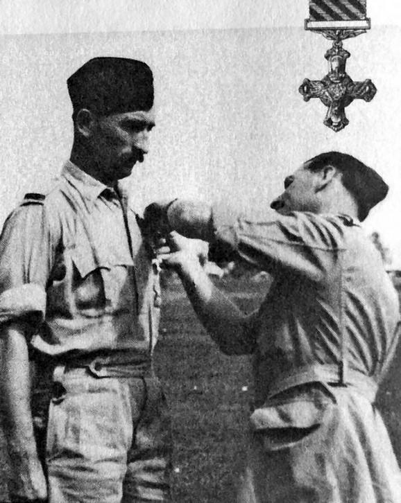 Odmah posle rata odlikovan je Ordenom vazduhoplovnog krsta